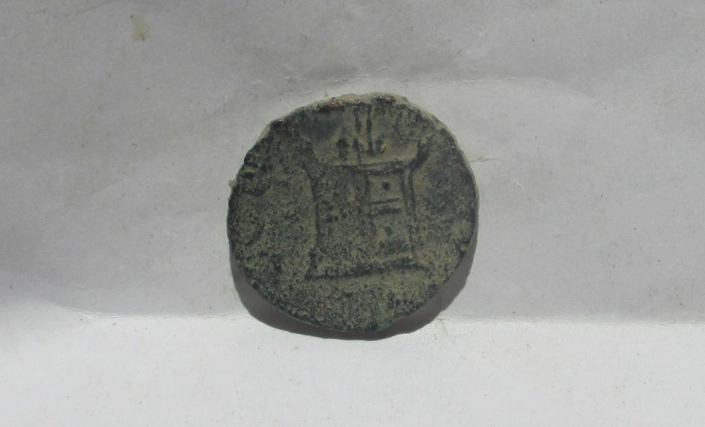 Radiado póstumo de Claudio II. CONSECRATIO. Altar Img_2319