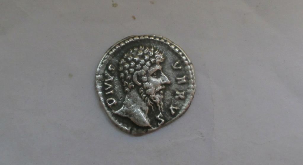 Denario de Lucio Vero. CONSECRATIO. Roma Img_2333