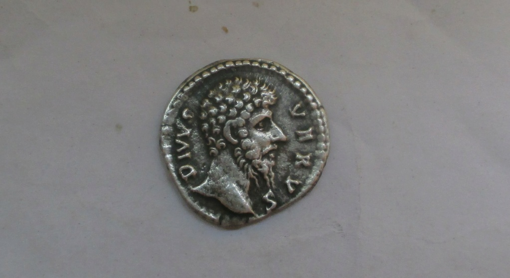 Denario póstumo de Lucio Vero. CONSECRATIO. Pira funeraria. Roma Img_2335