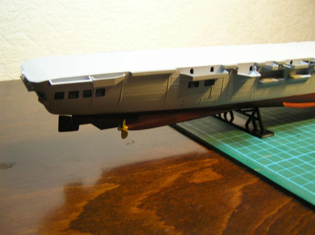 Porte-avions ARROMANCHES Réf 81090 Coque_13