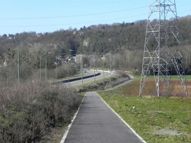 RAVeL 1 Est (Part 5) Ombret - Ivoz-Ramet (Par la route) - Eurovelo 3 - Itinéraire n°6 - La Meuse à vélo Dscn0034