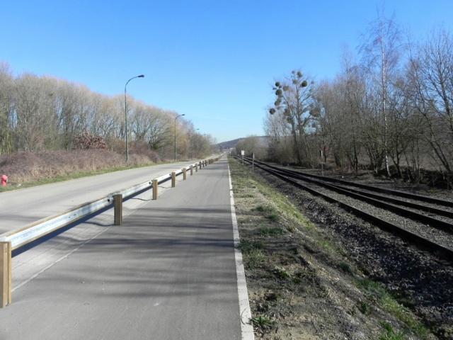 RAVeL 1 Est (Part 5) Ombret - Ivoz-Ramet (Par la route) - Eurovelo 3 - Itinéraire n°6 - La Meuse à vélo Dscn0110