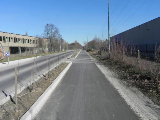 RAVeL 1 Est (Part 5) Ombret - Ivoz-Ramet (Par la route) - Eurovelo 3 - Itinéraire n°6 - La Meuse à vélo Dscn0112