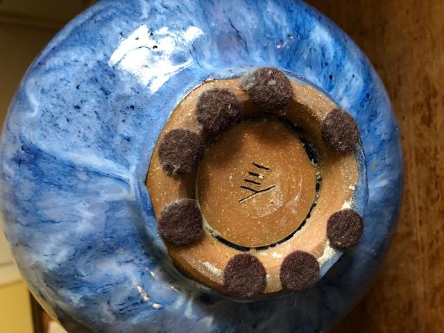Need help with this round blue stoneware vase.  Img_4011