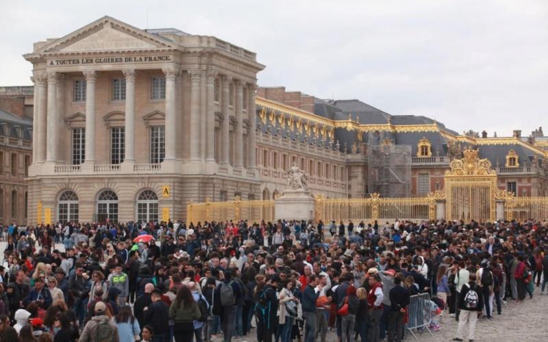 Trop d'affluence et de mauvaises conditions de visite à Versailles : des touristes se plaignent 77789310