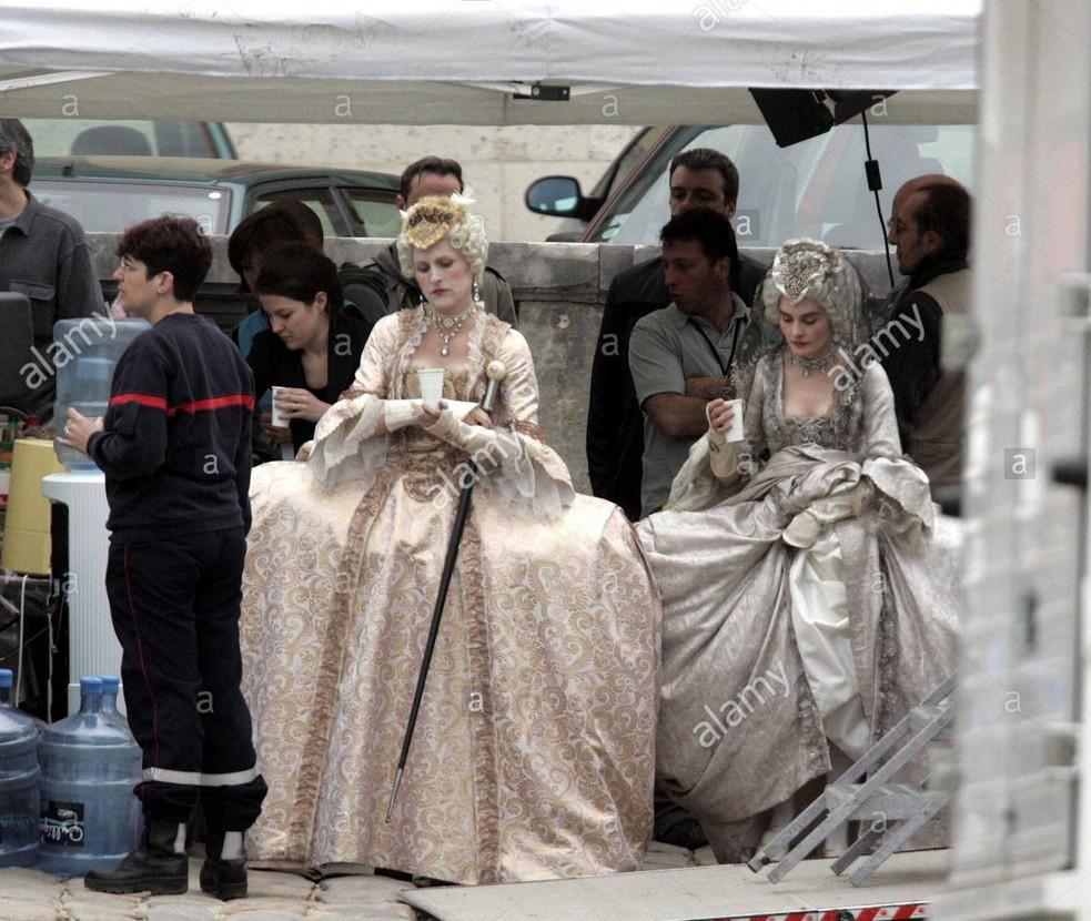 Marie Antoinette avec Kirsten Dunst (Sofia Coppola) - Page 5 Zlettr11