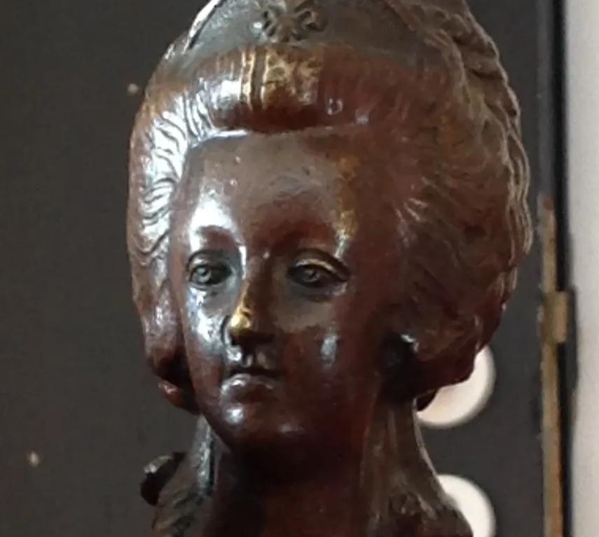 A vendre: bustes Marie Antoinette - Page 10 Zzzz11