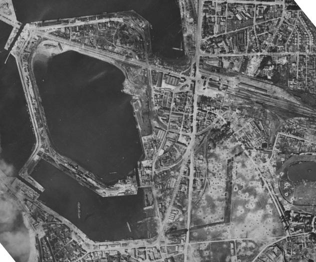 Saint-Malo juillet/Août 1944 - 2020  / Photogrammétrie-Satellite 513-0810