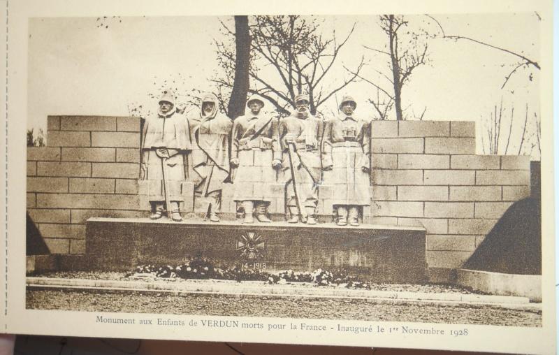 Cartes postales les monuments du souvenir 14-18 Enfant10
