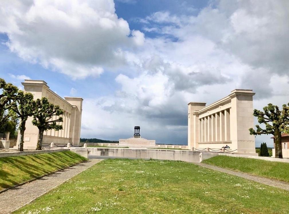 Cartes postales les monuments du souvenir 14-18 Monume17