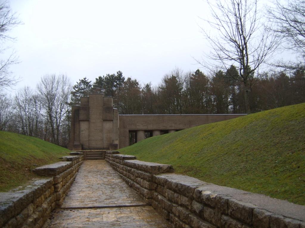 Cartes postales les monuments du souvenir 14-18 Tranch12