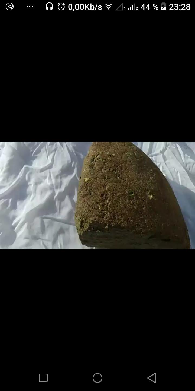 Identifcation d'une pierre etrange Screen10