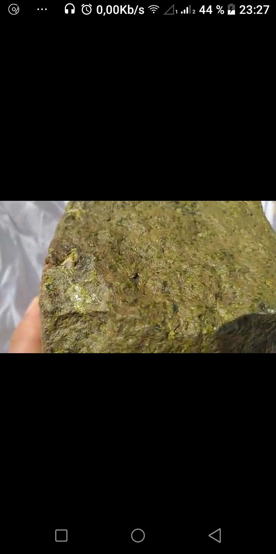Identifcation d'une pierre etrange Screen12