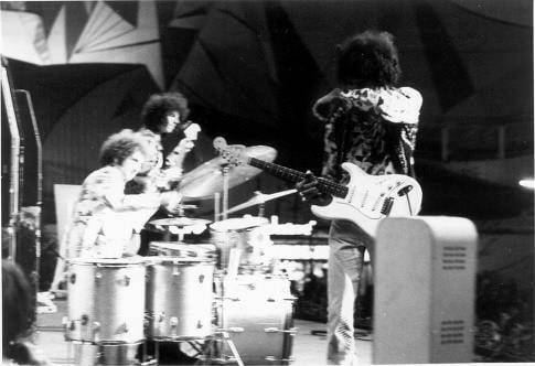 Göteborg (Stjaarnscenen) : 12 septembre 1967 [Premier concert]  Jimi_g14