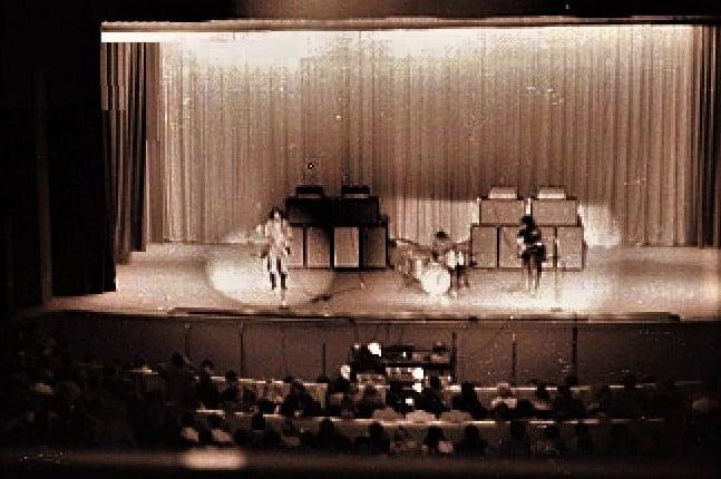 Houston (Music Hall) : 18 février 1968 Jimi_h10