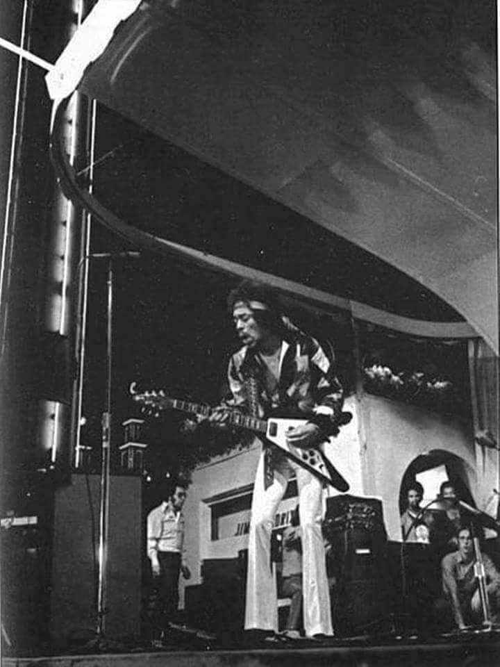 Stockholm (Tivoli Garden) : 31 août 1970 - Page 2 Jimi_s10
