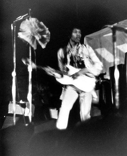 Washington (Ambassador Theatre) : 9-10-11-12 août 1967  Jimi_w10