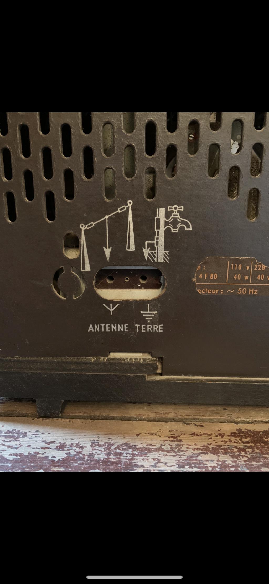 Philips (TSF) Pour une antenne... Peut-être 53110710