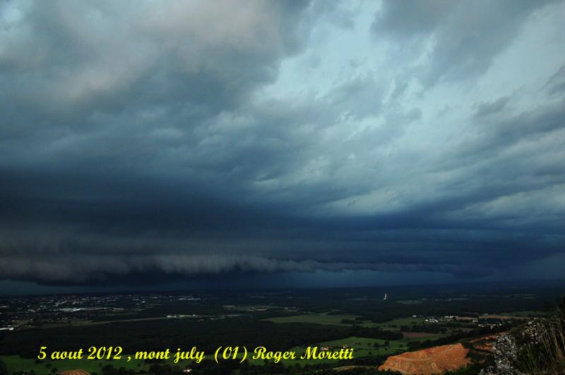 violent orage sur la bresse , 5 aout 2012 Arcus_10