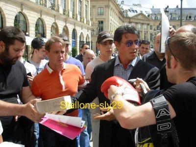 Avant Première THE EXPENDABLES à Paris - Page 21 29100110