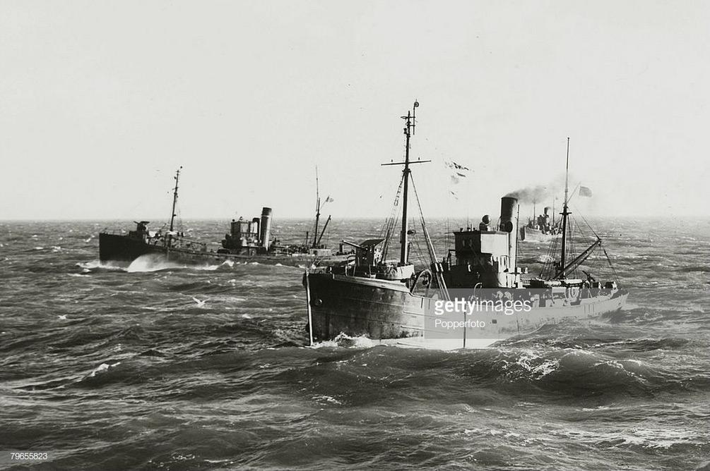 Photos prises en mer durant la WWII - Page 4 001_1813