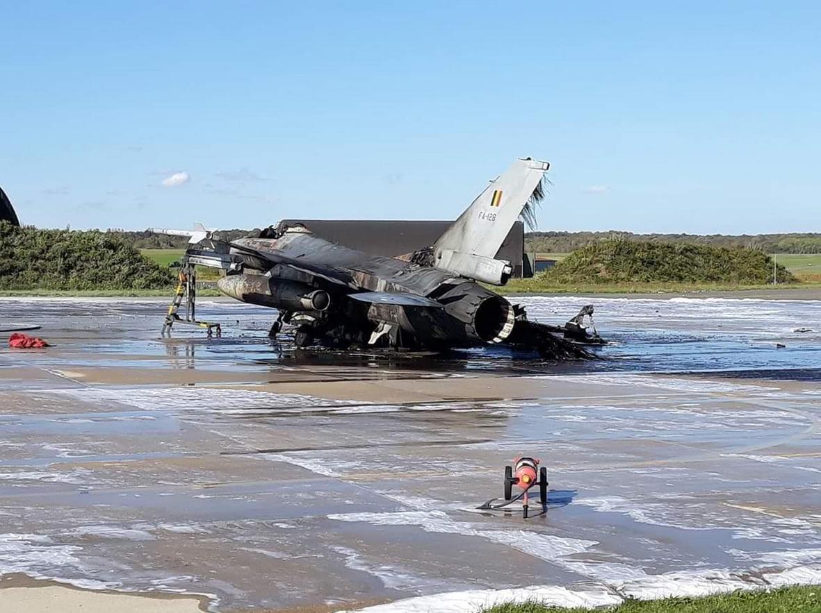 Florennes : un F-16 détruit par une explosion au sol !!! 10100214