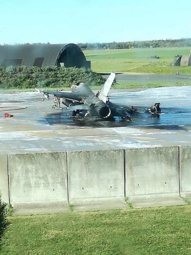 Florennes : un F-16 détruit par une explosion au sol !!! 10100215