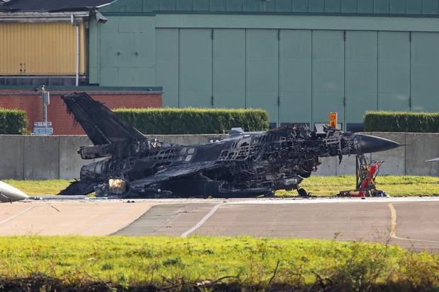 Florennes : un F-16 détruit par une explosion au sol !!! 5bc09b10