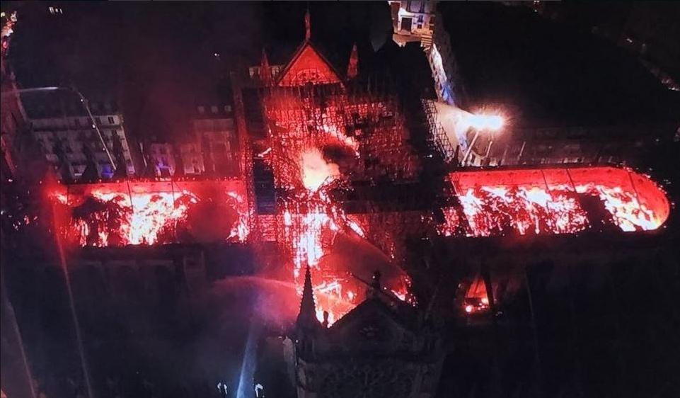 Paris : Notre Dame est en feu !!! Be_0r310