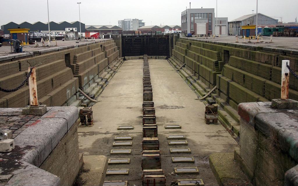 Réaménagement de la base navale de Zeebrugge - Page 2 Droogd11
