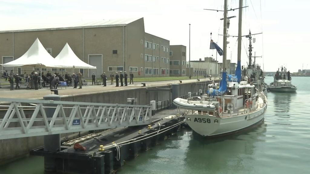Nouveau pavillon pour les navires auxiliaires de la Marine - Page 2 Mmk313