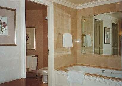 Disneyland Hôtel - Page 3 Bath12