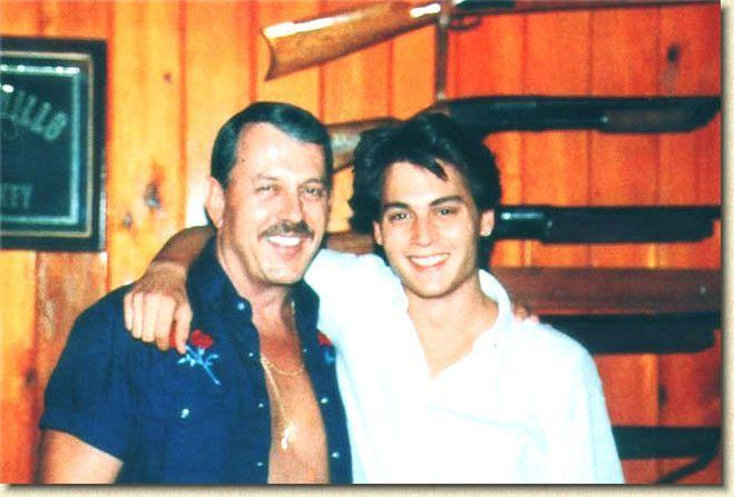 Johnny enfant/ado ou avec sa famille 1984-010