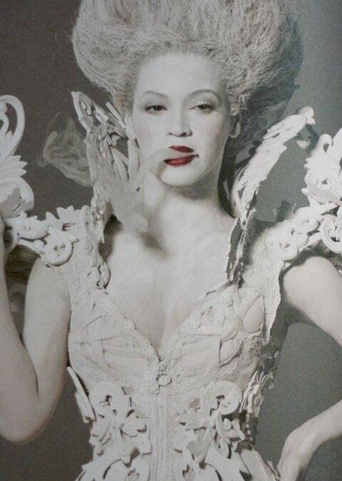 Beyoncé et Madonna en Marie-Antoinette ?  - Page 2 5-beyo10