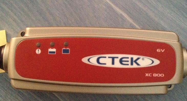 Le chargeur  CTEK XC 0.8 6V / 800mA pour batterie Anatec ou autre Img_1213