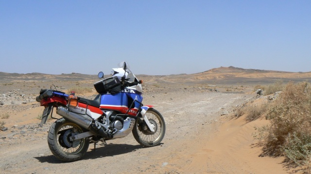 Concours photos : le thème, l'AfricaTwin - Page 2 Yves_210