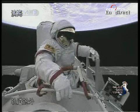 [Shenzhou 7] Sortie dans l'espace - Page 2 Vlcsna12