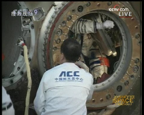 [Shenzhou 7] retour sur Terre - Page 4 Vlcsna32