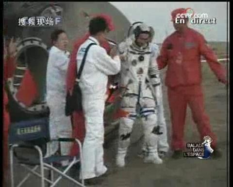[Shenzhou 7] retour sur Terre - Page 5 Vlcsna35