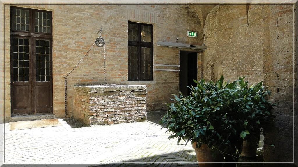 URBINO, EMILIE ROMAGNE, ITALIE - Page 2 Cour_i10