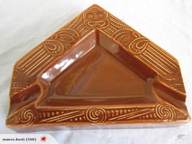 1015 Maori Whare ashtray - courtesy of Manos 101510
