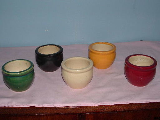 hon-john thinks that these pots are Crown Lynn .... 5_pots10