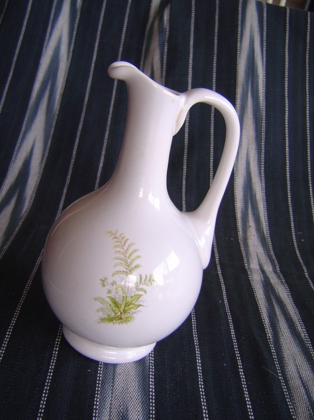 Is this vase NZ Made and anything to do with crown lynn? Jenny_10