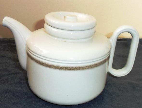 An unusual Gibpat teapot from hon-john d735 Teapot10
