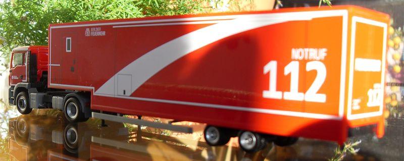 John - Meine BLAULICHTSAMMLUNG / Mobile Atemwegsstrecke M 1:87 Sdc15414
