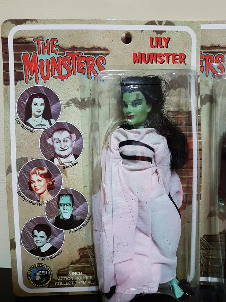 The-Munsters-Family-lotto-5-af-Herman-Grandpa-Lily-Eddie-e-Marylin-new-sealed 78999710