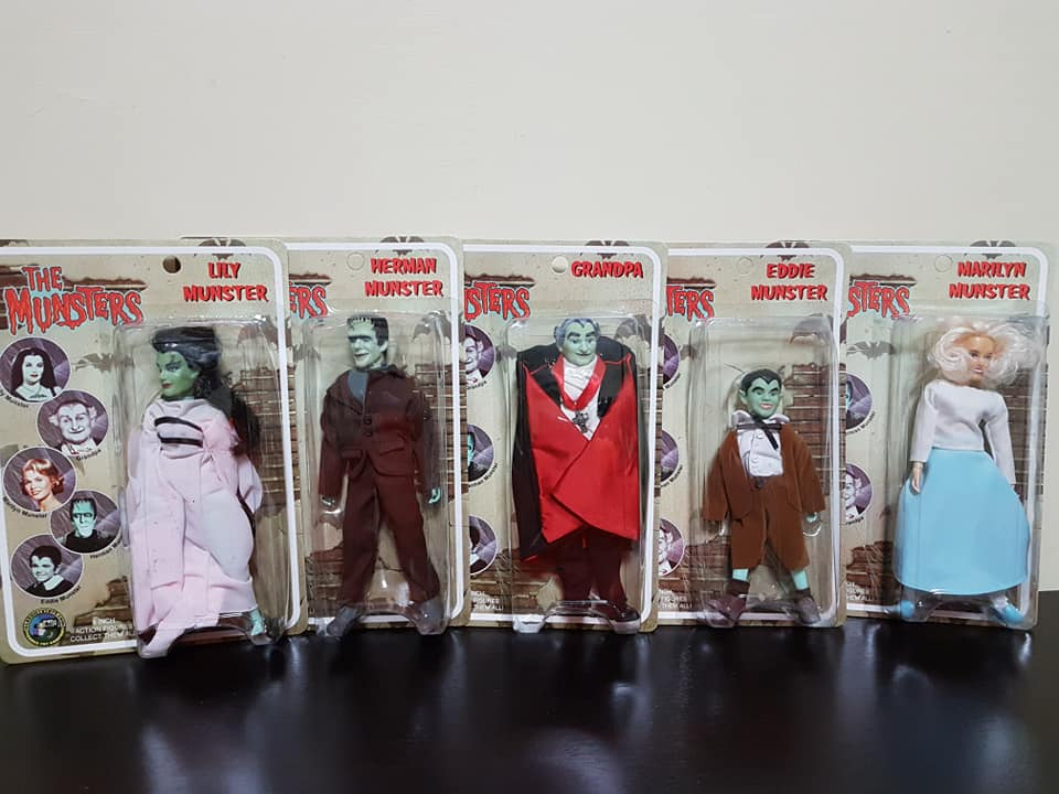The-Munsters-Family-lotto-5-af-Herman-Grandpa-Lily-Eddie-e-Marylin-new-sealed 79281610