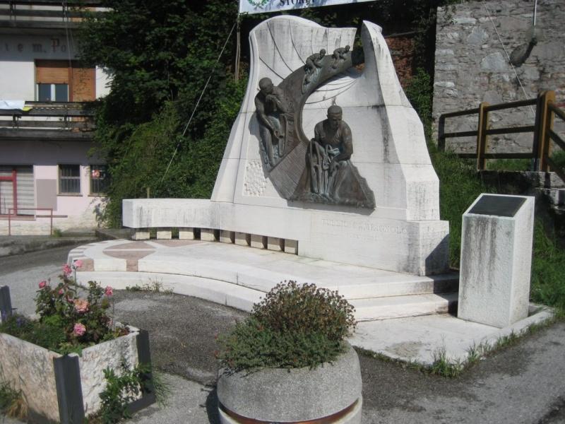 Monument Tullio Campagnolo (Passo Croce D'aune - Italie) 26033010