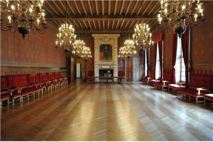 Spectaculaire incendie à la mairie de La Rochelle 29366110