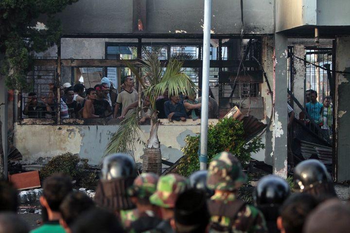 [Indonésie] - Mutinerie géante à la prison de Tanjung Gusta (Melan) 29770212